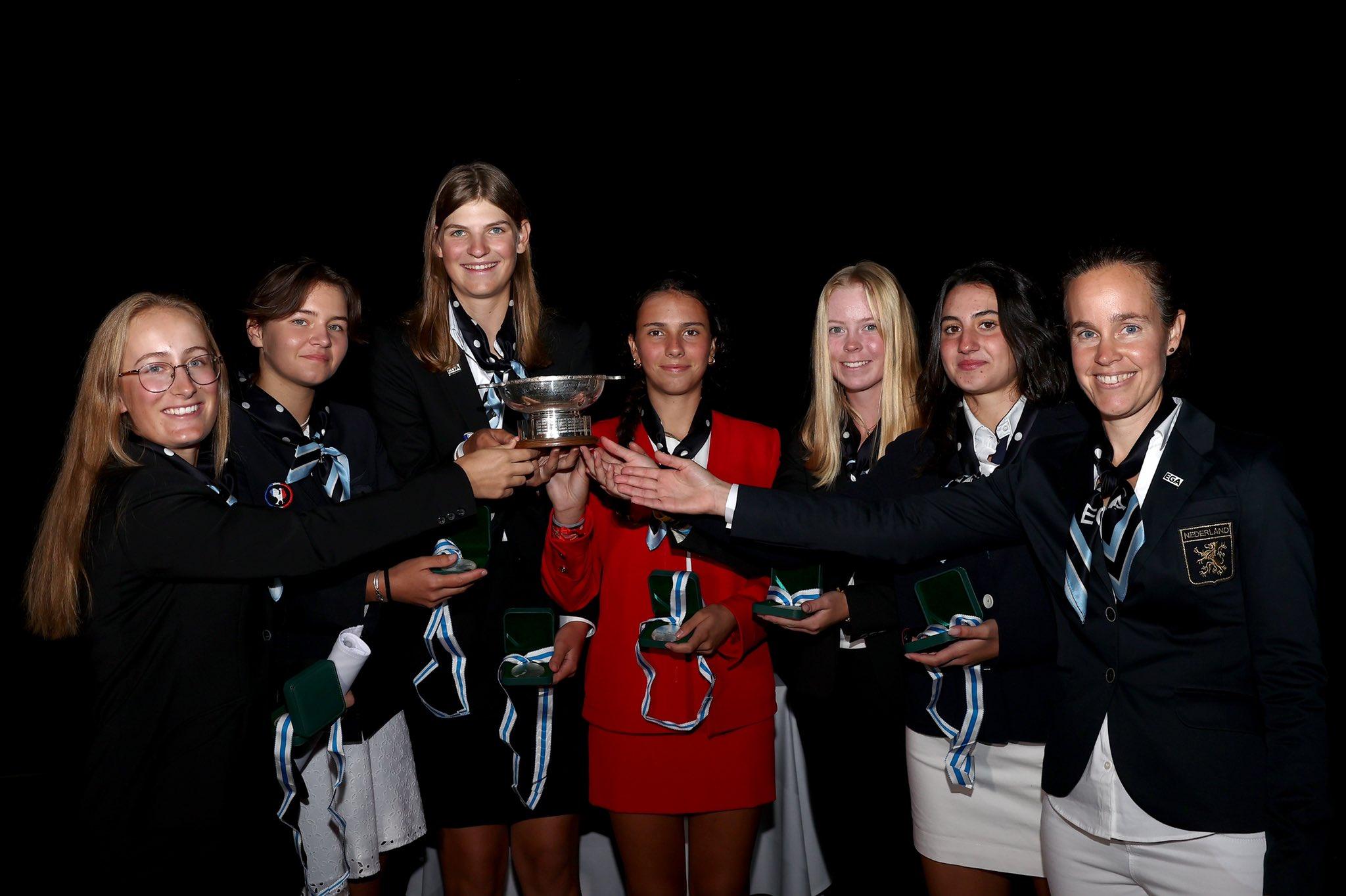 El equipo de Europa continental del Junior Vagliano Trophy, con Cayetana Fernández, en medio, de rojo. Foto: The R&A