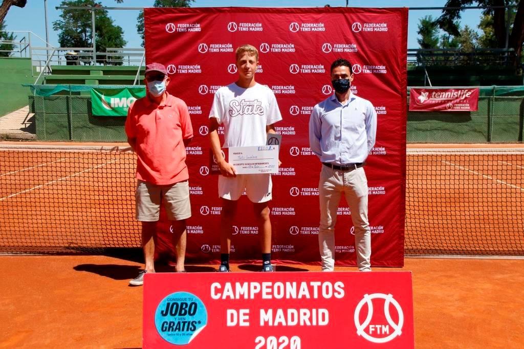 El tenista Martín Landaluce, en la entrega de premios. Foto: FTM