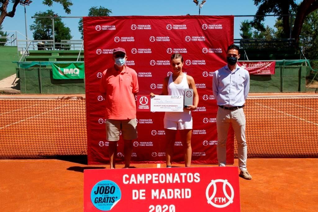 Marta Soriano, del Club Internacional, campeona infantil de tenis de Madrid 2020. Foto: FTM