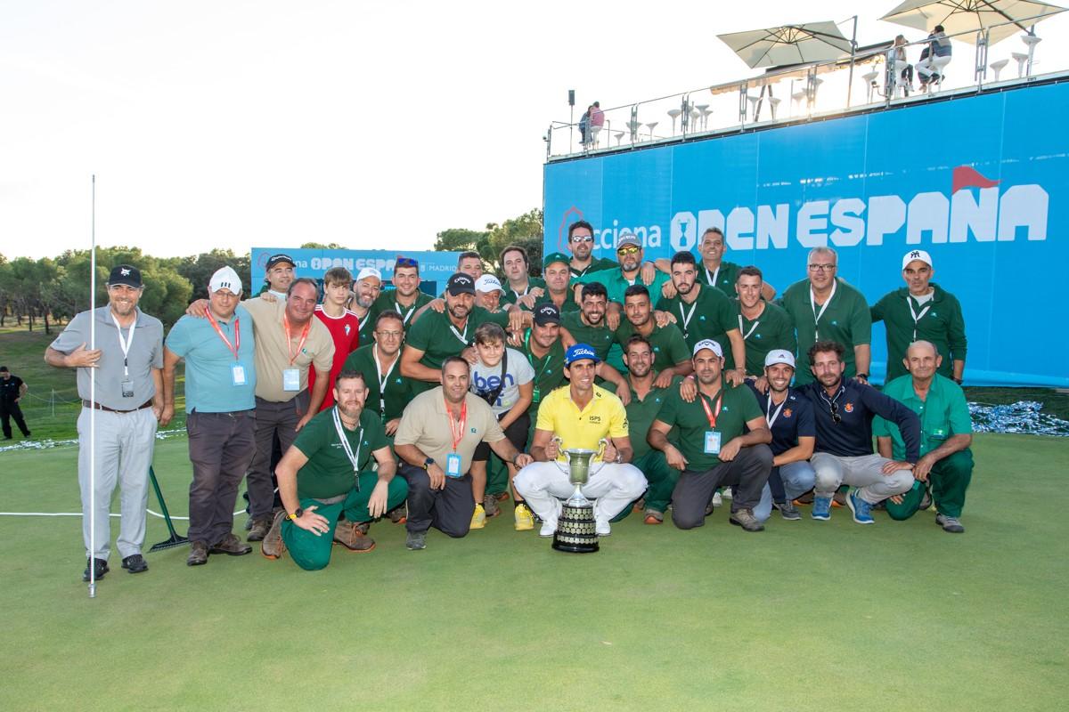 El campeón, con los hombres de verde del Club. Foto: Miguel Ros / CCVM