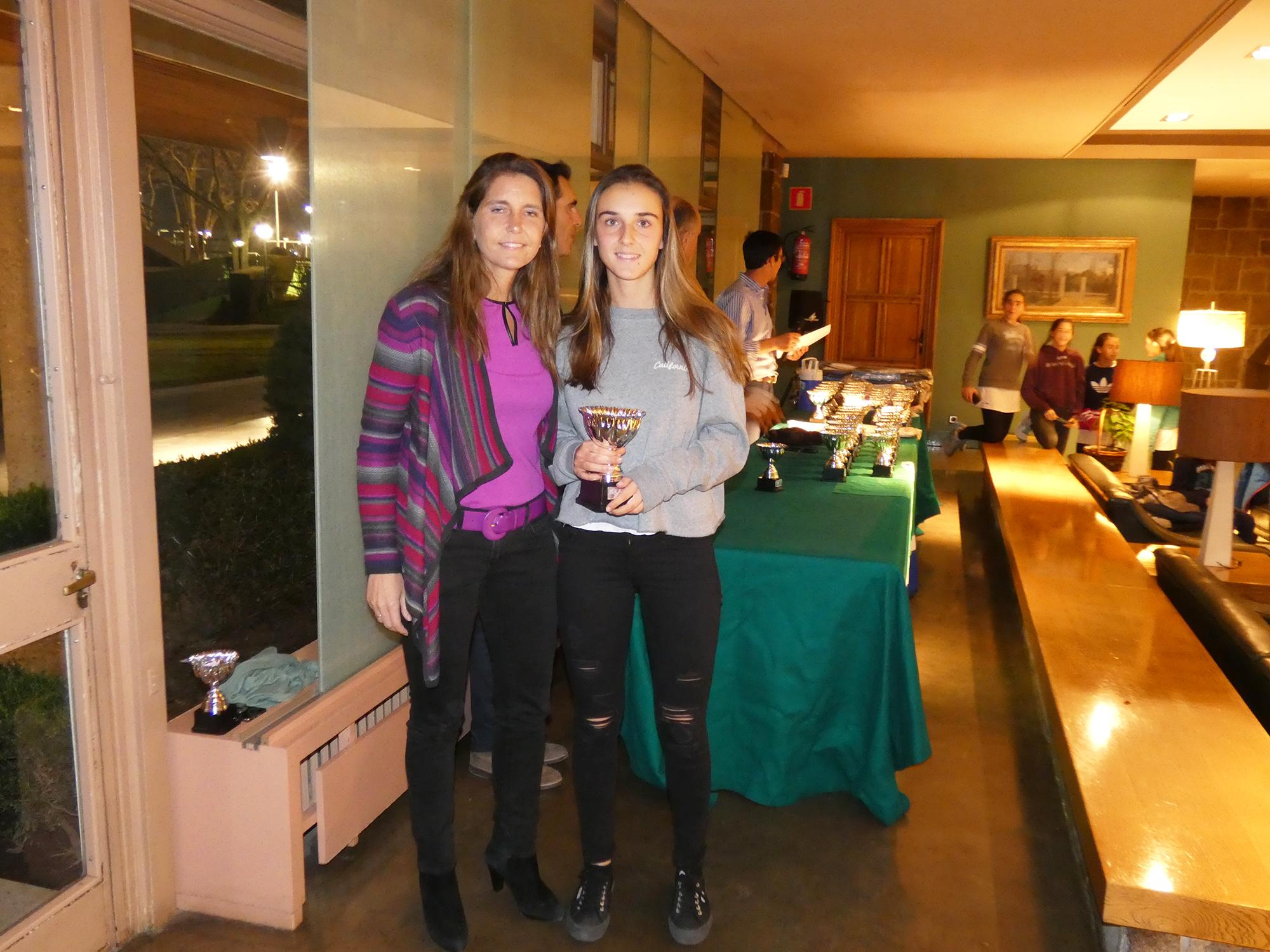 Alejandra Vilariño y Eva Beyebach, campeona absoluta del Campeonato Social de Tenis de 2017