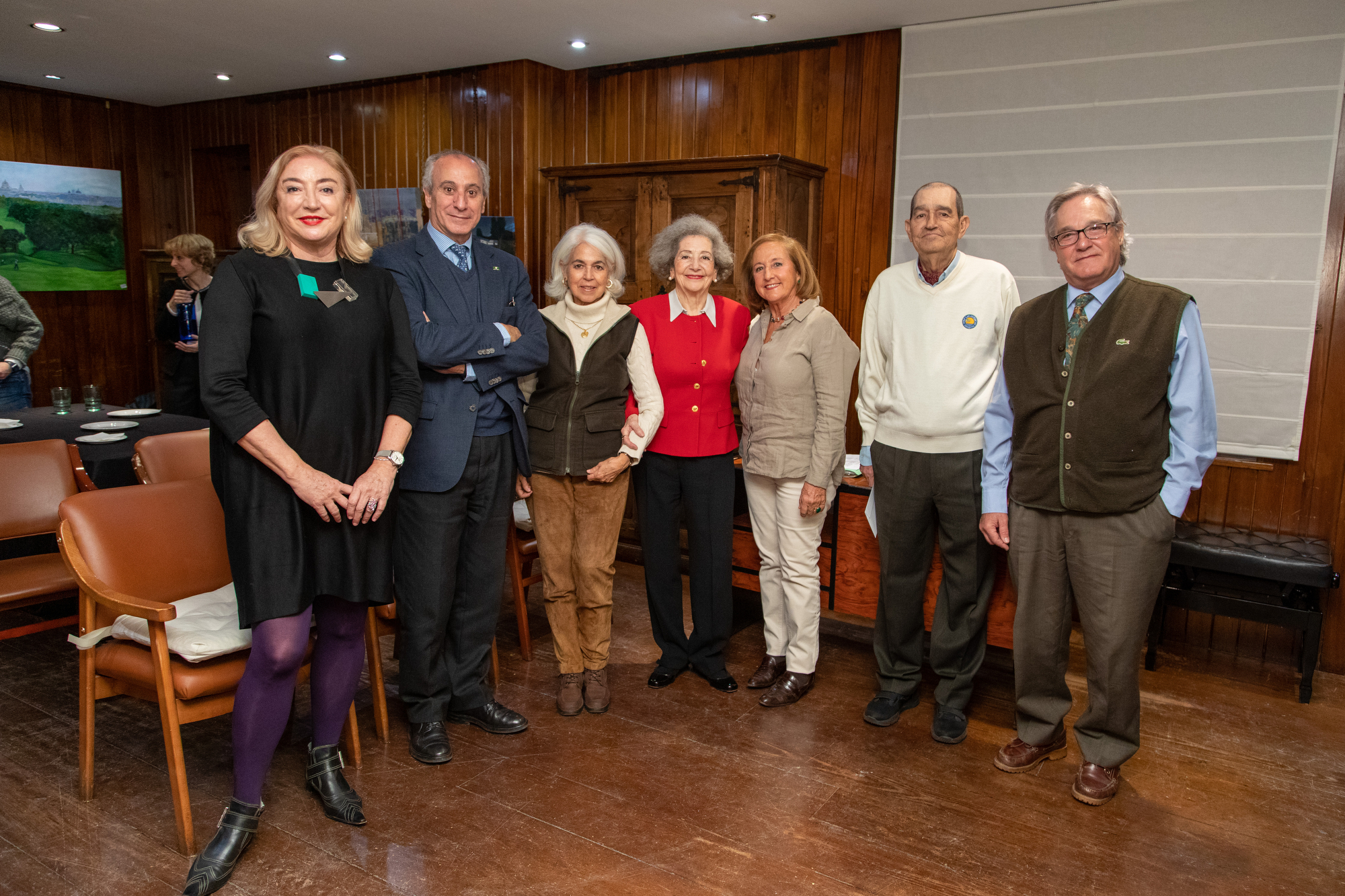 Participantes en el concurso, junto al gerente del Club, Juan Carlos Vera (segundo por la izda.), y la Delegada de Cultura, Rosario Carrillo (en el centro). Foto: Miguel Ros