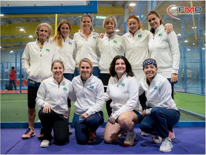 Campeonas de Madrid por equipos de veteranas de pádel. Foto FMP