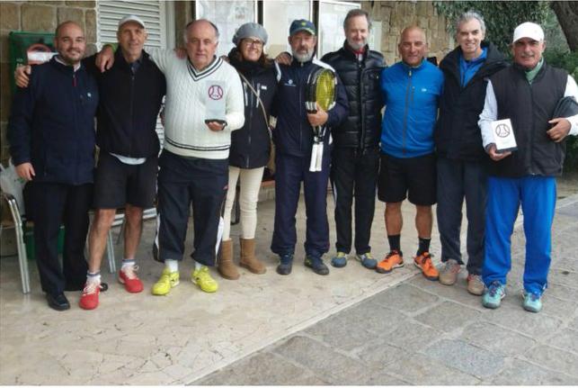 Equipo masculino del Club campeón de Madrid +55 de tenis.