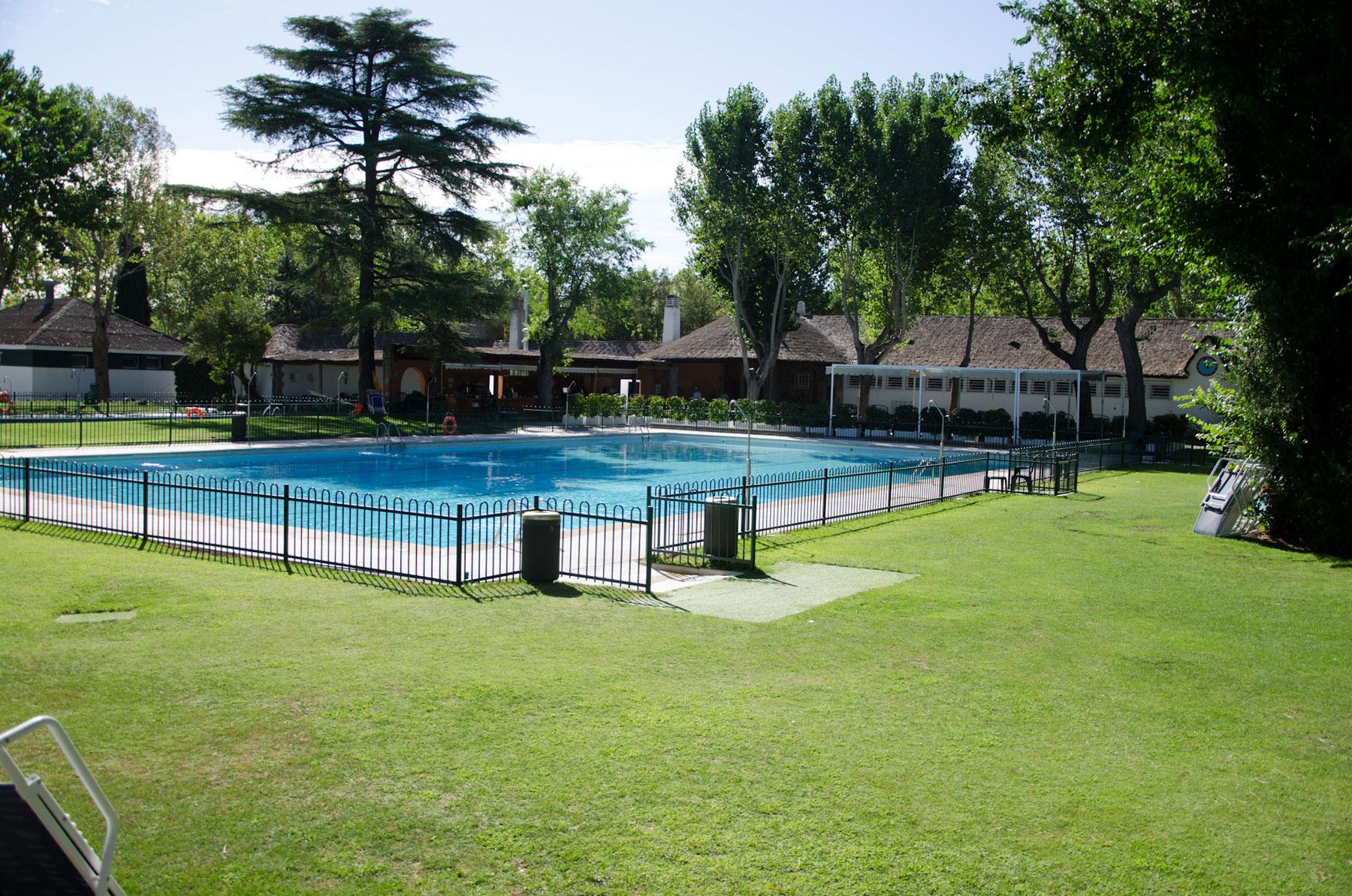 Piscina de verano del Club de Campo Villa de Madrid.