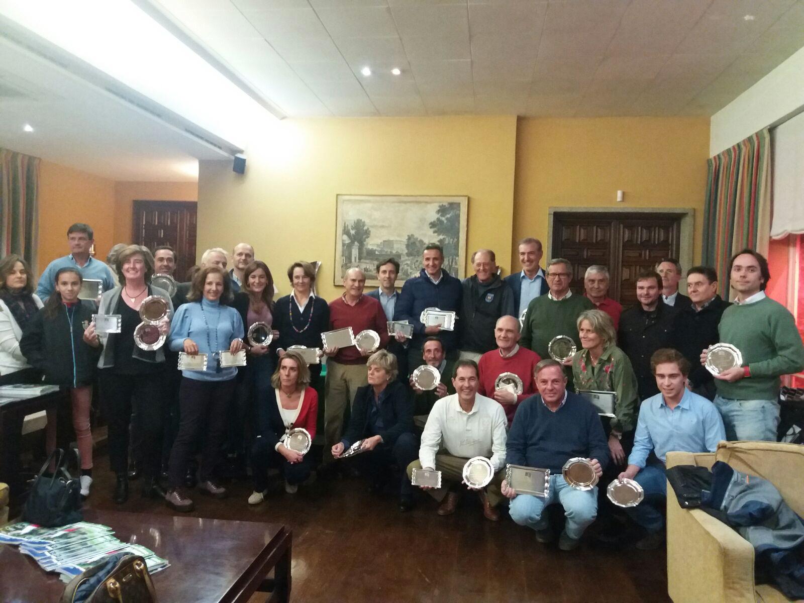 Foto de familia con todos los adultos premiados