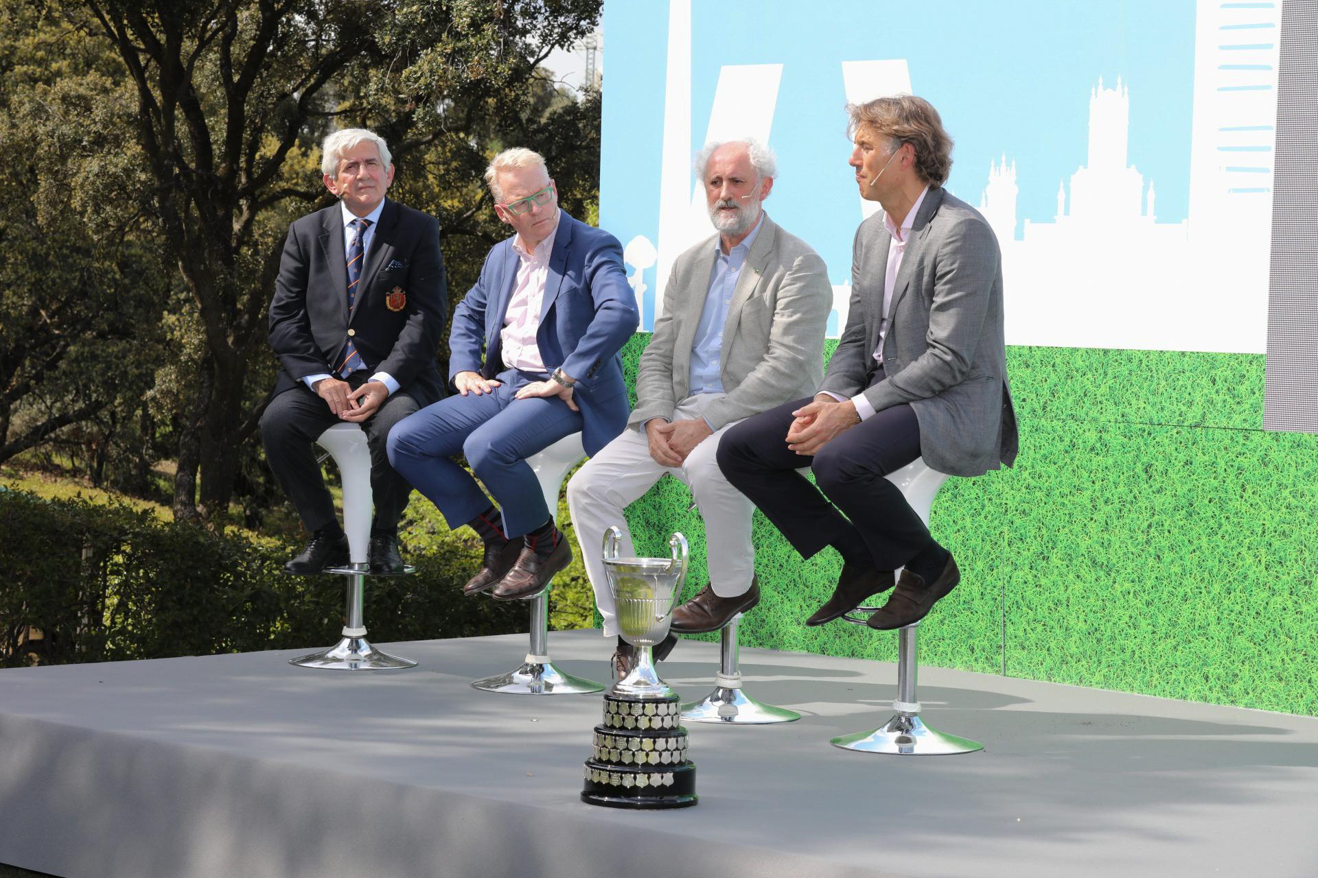 Gonzaga Escauriaza, Keith Pelley, Luis Cueto y Gerard Tsobanian con la copa del Open de España. Foto: Miguel Ros