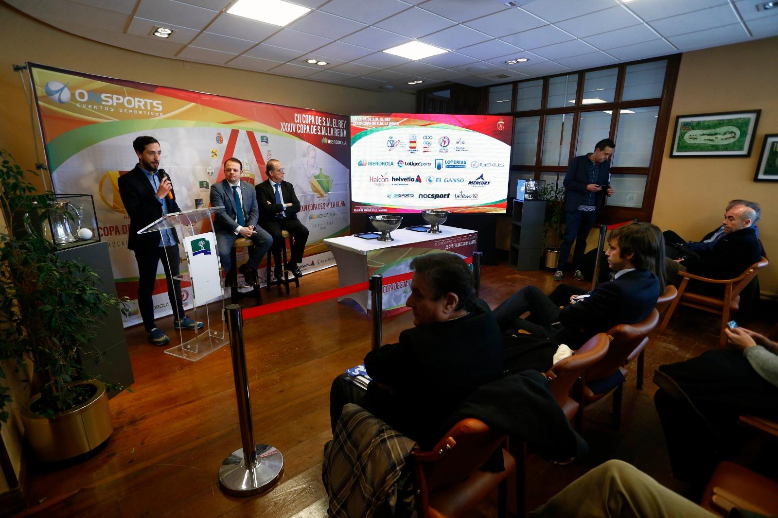 Antonio Vos, director financiero del Club de Campo, y Santiago Deó, presidente de la Real Federación Española de Hockey, en el sorteo de la Copa