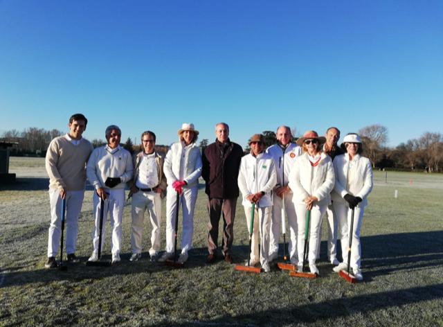 El gerente del Club, Juan Carlos Vera Pró (en el centro), con varios jugadores de cróquet. Foto: Tuna Baselga
