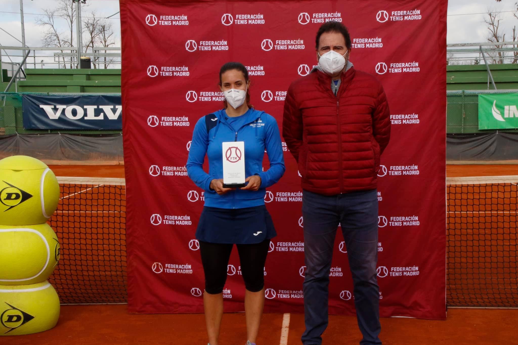 Olga Sáez, campeona, junto a Tati Rascón, presidente FTM. Foto: FTM