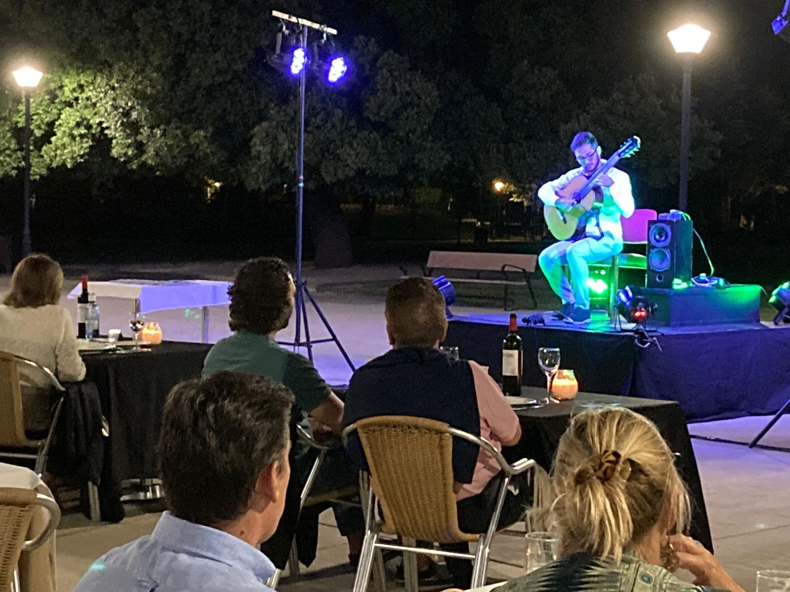 Actuación del guitarrista Javier García Verdugo.