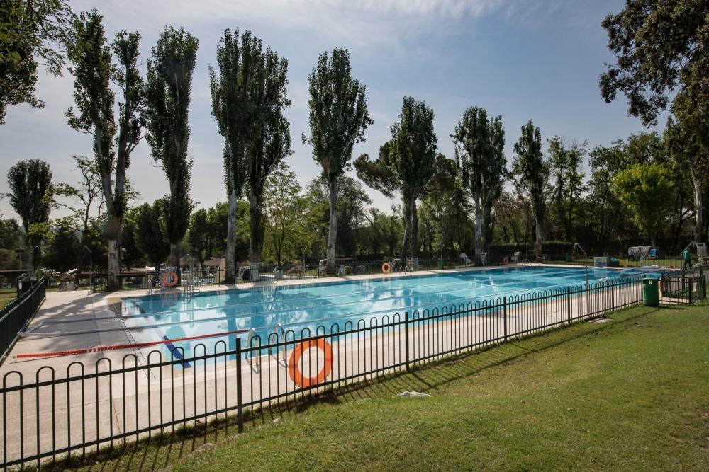Piscina de verano del Club de Campo Villa de Madrid. Foto: Miguel Ros / CCVM