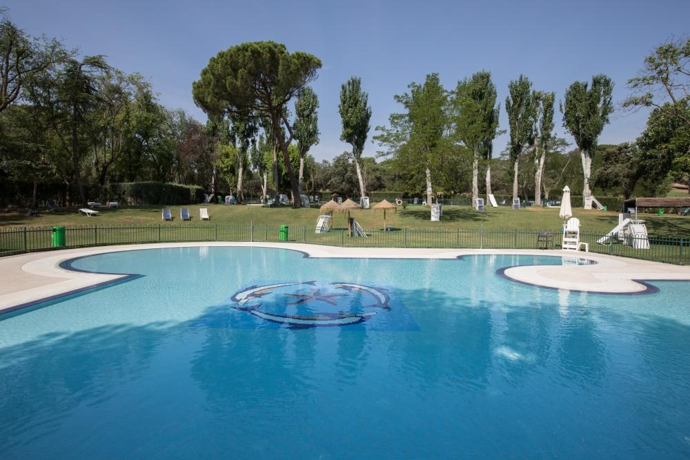 Piscinas de verano del Club de Campo Villa de Madrid.