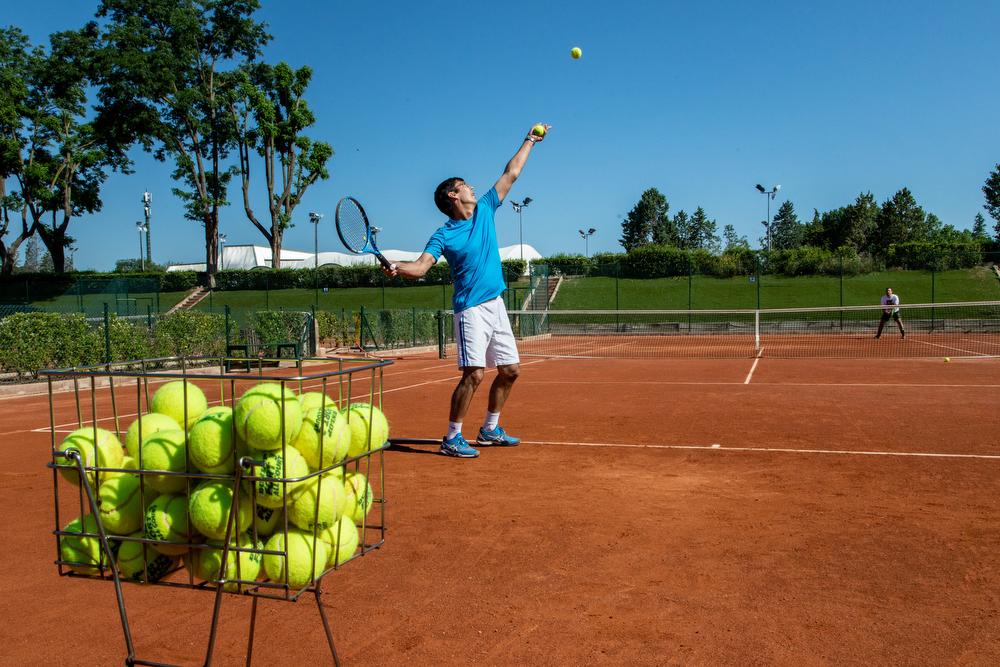 Clases de tenis en el Club. Foto: Miguel Ros