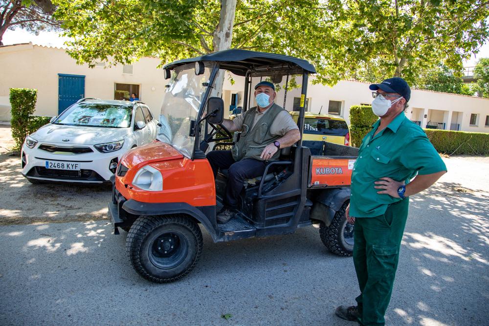 Trabajadores del Club con las medidas de protección adecuadas. Foto: Miguel Ros