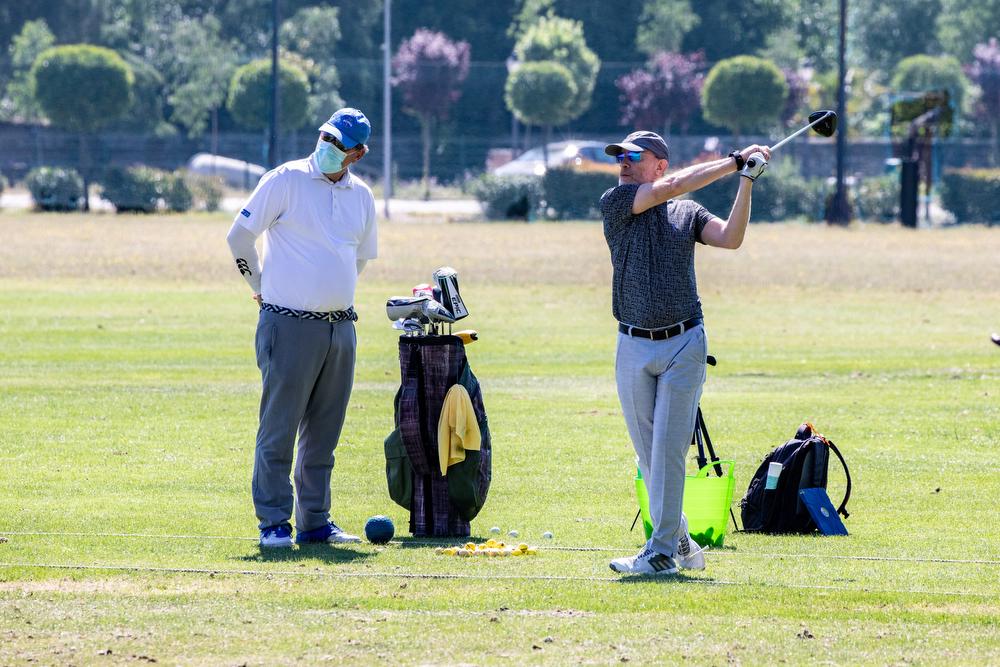 Jugadores en el campo de golf del Club. Foto: Miguel Ros