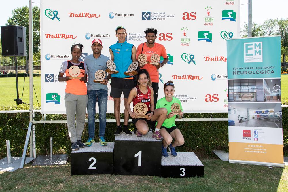 El podio, masculino y femenino, del Trail. Foto: Miguel Ros