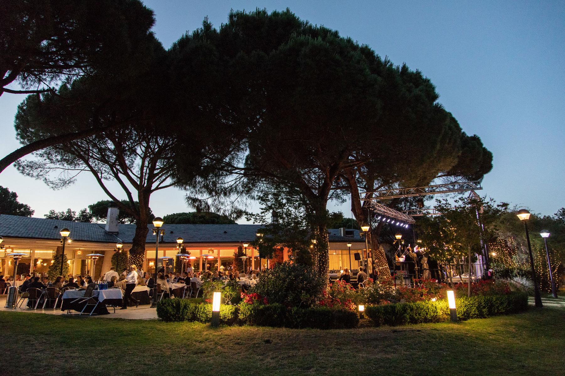 La terraza del Social, en una noche de verano. Foto: Miguel Ros