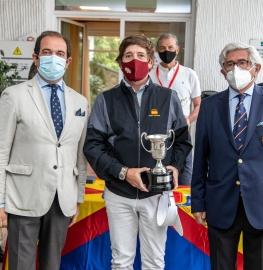 Jacobo Cestino, con el Director de Deportes del Club, Jesús Barrera (izda.), y el presidente de la Federación Española de Golf, Gonzaga Escauriaza. Foto: Miguel Ros / CCVM