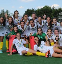 Las jugadoras del Club de Campo celebran la medalla de bronce en la Copa de Europa. Foto: Stefan Deems