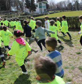 Niños participantes en la Carrera Solidaria 2017