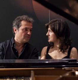 El Dúo Madom está formado por los pianistas Isabel Dombriz y Pedro Mariné.