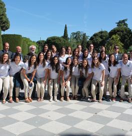 Jugadoras, cuerpo técnico y directivos en los Jardines de Cecilio Rodríguez