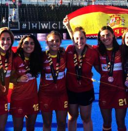 María López, Carmen Cano, Rocío Gutiérrez, Mari Ruiz, Bea Pérez y Begoña García con las medallas de bronce