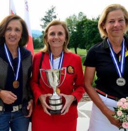 María de Orueta, Macarena Campomanes y Susanne Lichtenberg con sus medallas. Foto: Real Federación Española de Golf