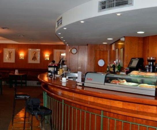 Zona barra Cafetería Chalet Golf