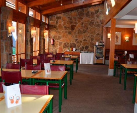 Zona mesas Cafetería Chalet Golf