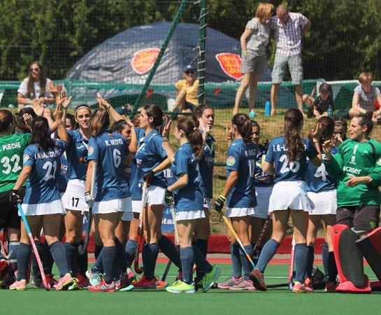 Las jugadoras del Club se animan antes del comienzo del partido. Foto: Stefan Deems