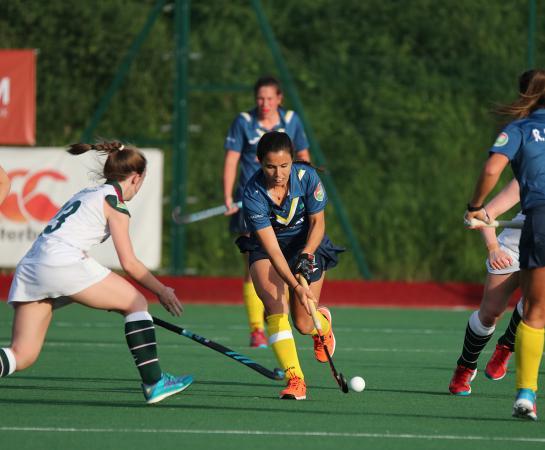 Rocío Gutiérrez inicia jugada de ataque.  Foto: Stefan Deems