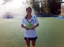 Marta Zorita con el Trofeo Iberdrola de MVP