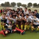 El equipo masculino posa con la Copa de España