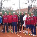 Los tenistas de los clubes finalistas posan juntos