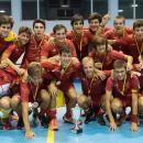 Los jugadores de la selección española celebrando el título europeo. Álvaro Portugal, Ignacio Abajo y Borja Lacalle en el centro de la fila de pie