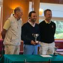 Santiago Vega de Seoane con el trofeo de vencedor