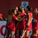 Las jugadoras de la selección española femenina de hockey hierba celebran un gol.