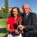María de Orueta con el trofeo de vencedora