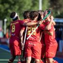 Los Red Sticks se abrazan tras marcar un gol. Foto: Miguel Ros