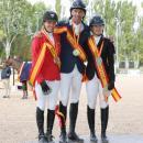 Sara Salom, Gerardo Menéndez y Laura Roquet en el podio. Foto: Miguel Ros