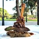 Plato del menú del restaurante Social del Club de Campo Villa de Madrid.